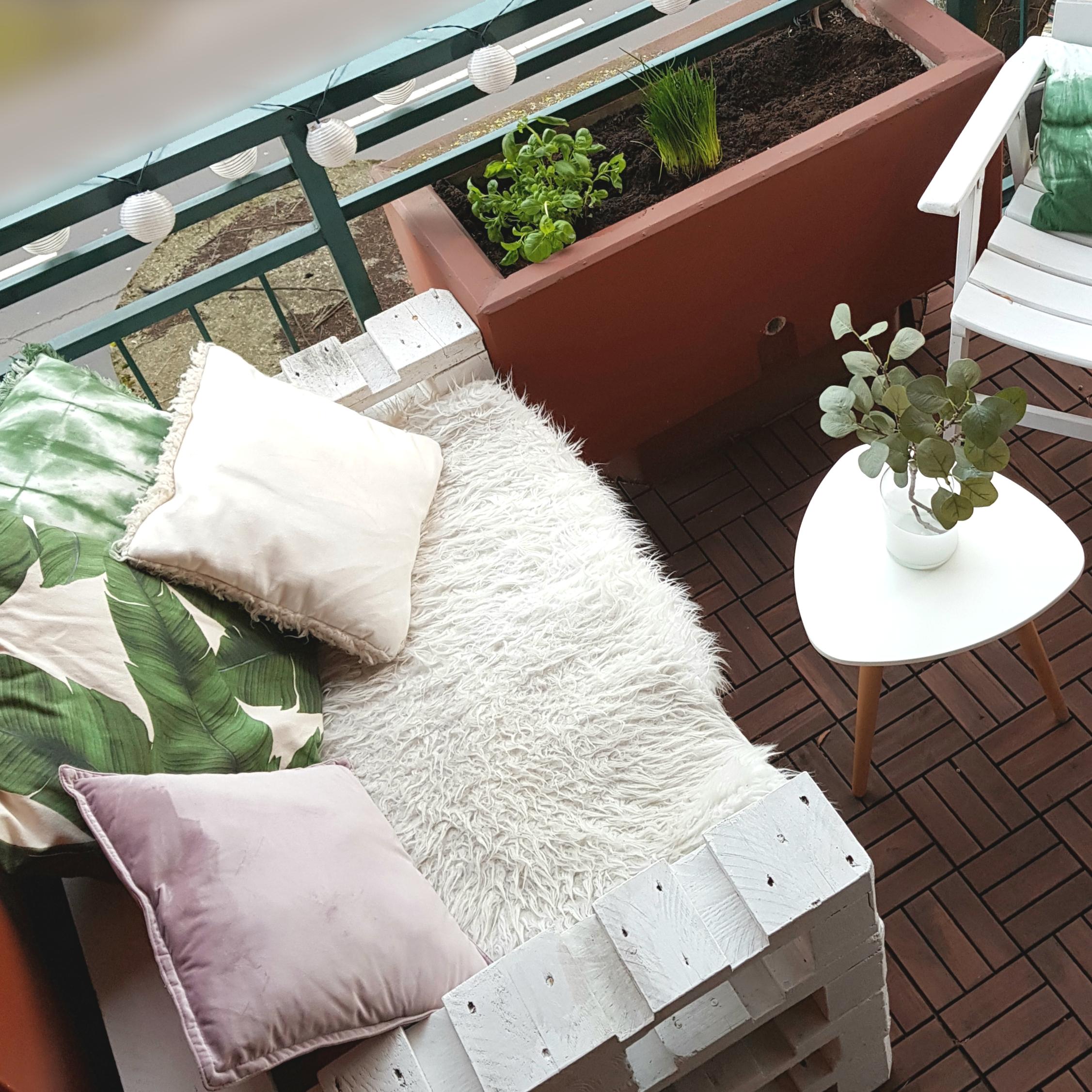 Balkon verschönern mit Palettensofa